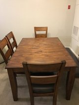 6 Seat Expandable Dining Room Set in Fort Belvoir, Virginia