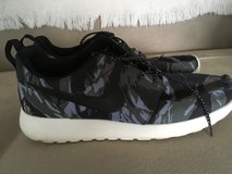 Nike Roche Runs Sz 10 Mens in Camp Lejeune, North Carolina