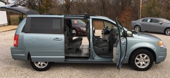 2008 Chrysler Town & Country Signature Edition! in Fort Leonard Wood, Missouri