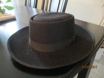 Men's Amish Hat in Bartlett, Illinois