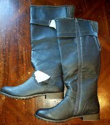 Boots size 10~brand NEW in Travis AFB, California