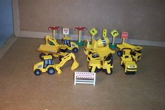 SMALLER PLASTIC CONSTRUCTION TOYS AND PARTS in Sugar Grove, Illinois