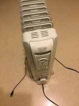 Delonghi safe heat Heater (wheels) 2 ft. Tall  electric in Okinawa, Japan