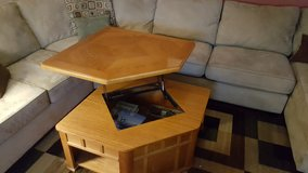 Lift top coffee table in Bolingbrook, Illinois
