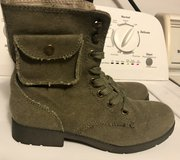 Women's Size 7.5 Boots in Camp Lejeune, North Carolina