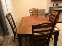 Dining Table and four chairs in Fort Leonard Wood, Missouri