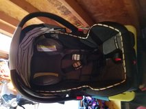 Graco infant carrier carseat with base in Bolling AFB, DC