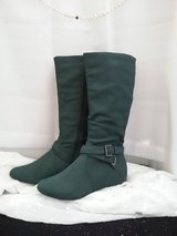Pine Green Autumn/Winter Boots Size 6.5W in Lackland AFB, Texas