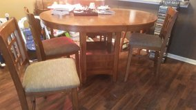 High top table w/leaf in Sandwich, Illinois