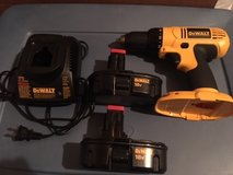 Dewalt 18v Drill/Driver with 2 batteries in Fort Knox, Kentucky
