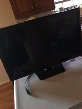 720p 28 in tv with DVD player built in in Fort Leonard Wood, Missouri