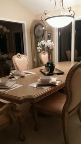 Beautiful Dining Room Table and Chairs for the Holidays in Orland Park, Illinois