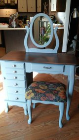 Girls Jewelry Vanity/Desk in Elgin, Illinois