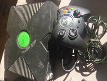 XBOX w controller in Orland Park, Illinois