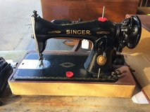 Vintage Portable Sewing Machine with case in Fort Leonard Wood, Missouri