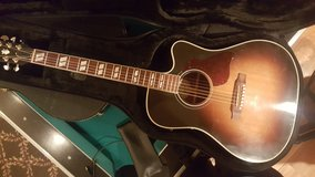 Gibson hummingbird pro in Fort Leonard Wood, Missouri