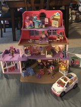 New Doll House with a family of 9, lots of furniture and a mini van in Fairfax, Virginia