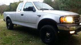 Clean 2001 Ford F-150 xl 4x4 in Leesville, Louisiana