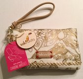 Sakroots Charging Wristlet NEW in Beaufort, South Carolina