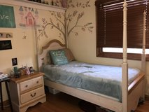 Beautiful 5 piece girls bedroom Furniture set in Aurora, Illinois