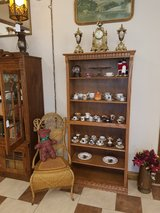 Tall Oak Bookshelf W/ Dental Molding in Fort Leonard Wood, Missouri