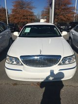 2006 Lincoln Town car       +++ Low miles+++  Marked down from $ 7,988 in Fort Campbell, Kentucky