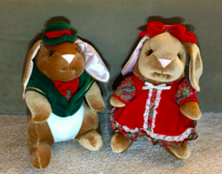 VINTAGE 1985 Velveteen Boy and Girl Rabbit-CHRISTMAS-Exclusive Toys R Us *Excellent Condition in Tinley Park, Illinois