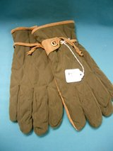 Men's gloves in Algonquin, Illinois