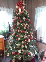 6ft lighted and decorated tree in Perry, Georgia