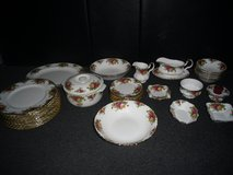 royal albert old country roses 1962 joblot in Lakenheath, UK