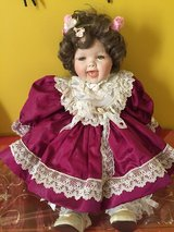 Vintage Victorian porcelain baby Like New in Joliet, Illinois