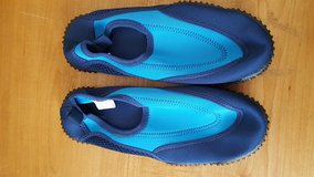 Airwalk Size 3.5 Water Shoes in Bolingbrook, Illinois