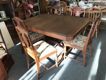 Dining Table w/6 Chairs in Naperville, Illinois