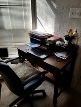 Medium size desk in Lawton, Oklahoma