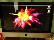 "Apple iMac 21.5"" excellent condition with original box in Okinawa, Japan"