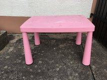 Free Kids table in Baumholder, GE