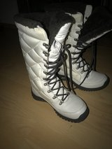 White ugg boots size 7 snow boots like new in Stuttgart, GE