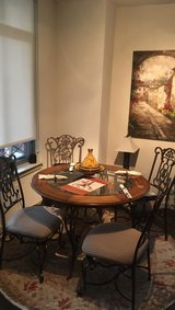 Kitchen table and four chairs in Bolling AFB, DC