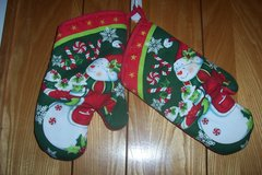 Christmas oven mitts in Kingwood, Texas