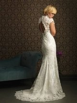 Gorgeous NWT ~Allure Bridals~ Wedding Dress       Retail $1000-$1499  Never Worn! in Camp Lejeune, North Carolina