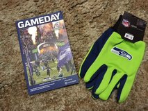 "*** Official ""GAMEDAY"" Program for the 2015 NFC Championship Game and Seahawks Gloves *** in Fort Lewis, Washington"
