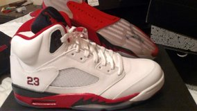 DS Air Jordan Retro 5 Fire Red// Black Tongue in Schofield Barracks, Hawaii