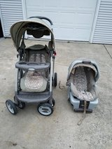 Graco SnugRide 30 Infant Car Seat and Stroller Set in New Lenox, Illinois