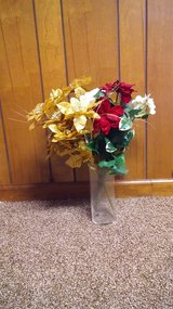 Holiday flowers - PRICE REDUCED! in Hopkinsville, Kentucky