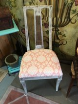 Nice accent chair in Cleveland, Texas