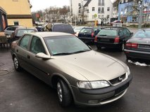 Opel Vectra sedan- one owner- perfect-brand new inspection in Grafenwoehr, GE