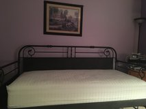 Day. Bed in Shorewood, Illinois