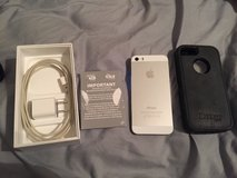 iPhone 5s straight talk 16gb iPhone with otter box in Camp Lejeune, North Carolina