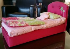 American Girl Blossoms & Blooms pink floral doll bed w/two pillows and comforter (retired) in Schaumburg, Illinois