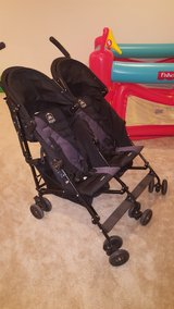 *like new* Lightweight Twin Maclaren stroller in Fort Belvoir, Virginia